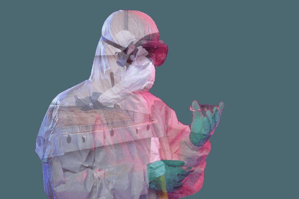 Mann in chemischen Schutzanzug und Probe in der linken Hand